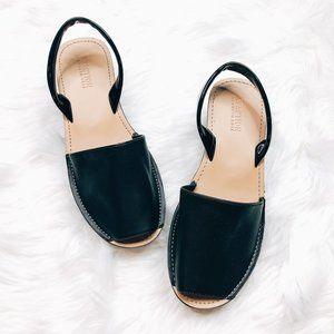 Kenneth Cole   Fine Glass Sandal 9 NWOT